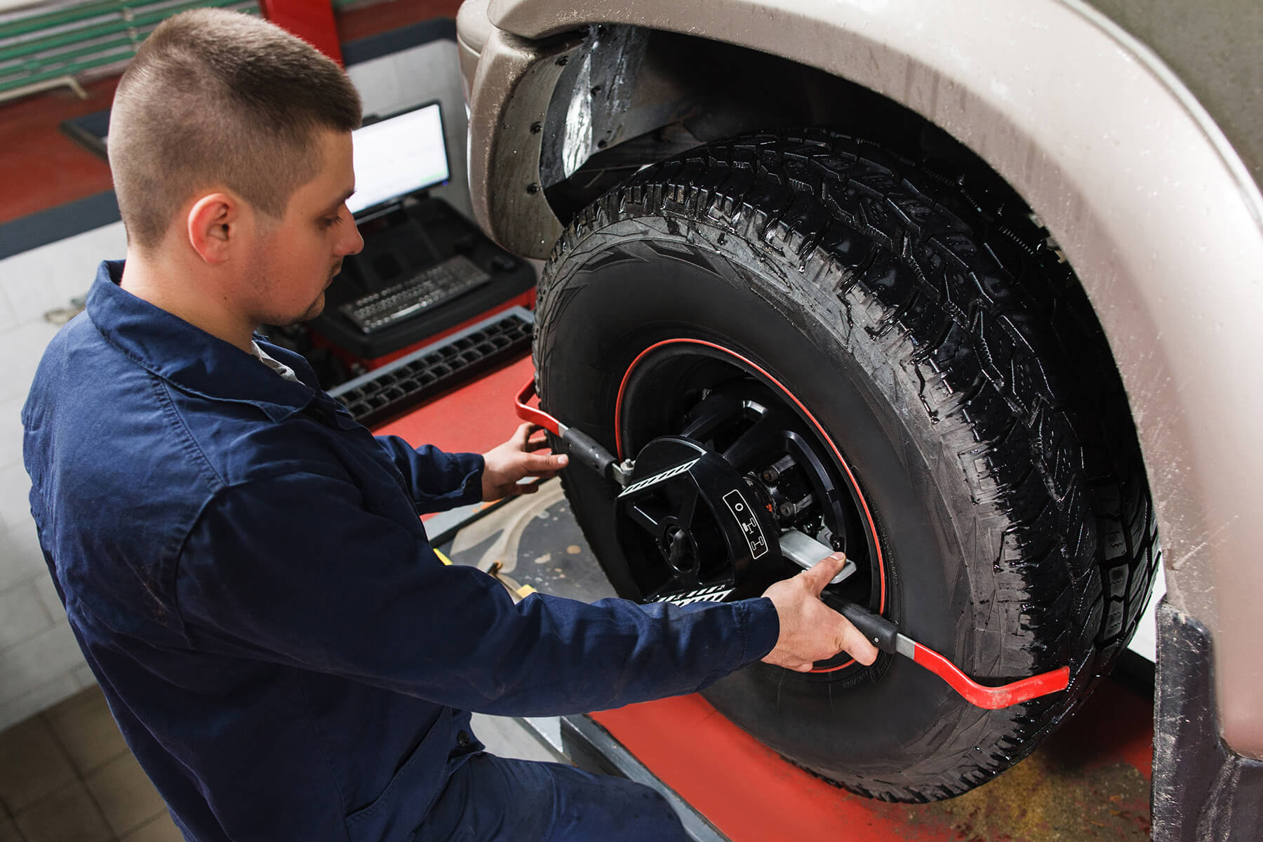 Tire alignment in service