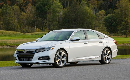 The 2018 Honda Accord Offers A Roomy Cabin Large Number Of Amenities
