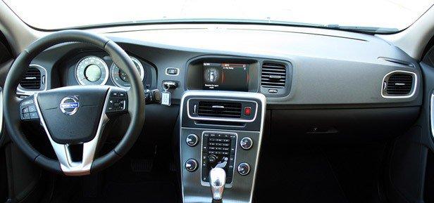 2013-Volvo-S60-T5-dashboard