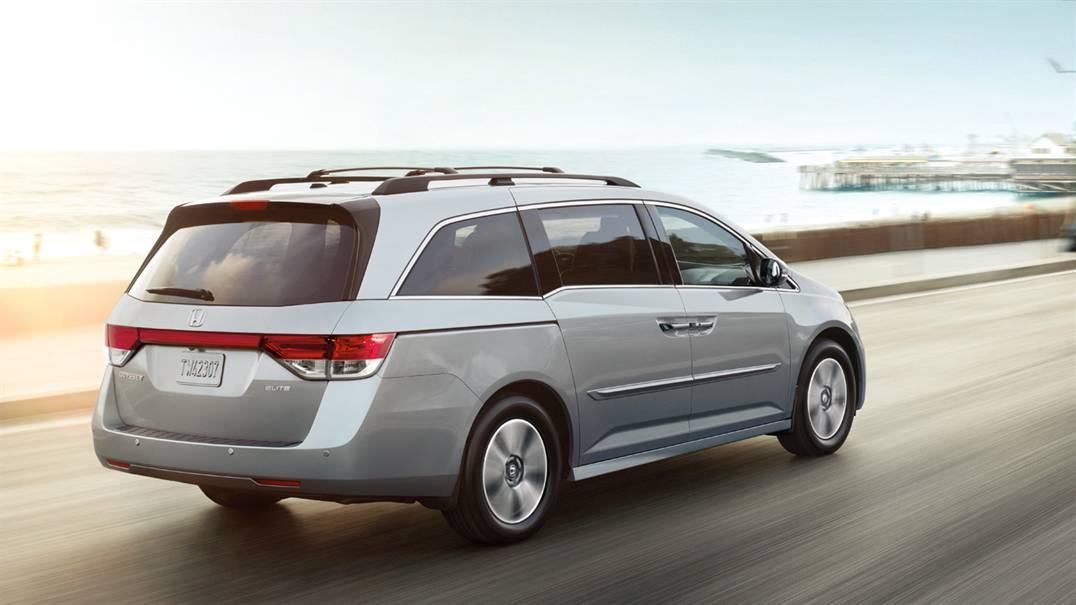 2017 Honda Odyssey back view silver exterior