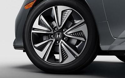 2017 Honda Civic Hatchback 17 inch alloy wheels
