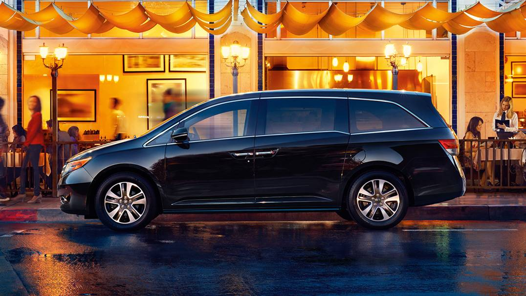 2017 Honda Odyssey side view driver's side