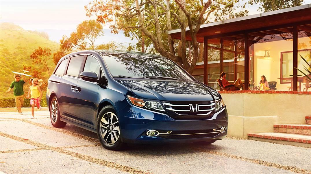 2017 Honda Odyssey front view blue exterior