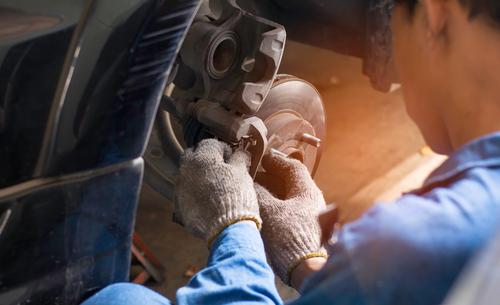 brake-repair-mechanic