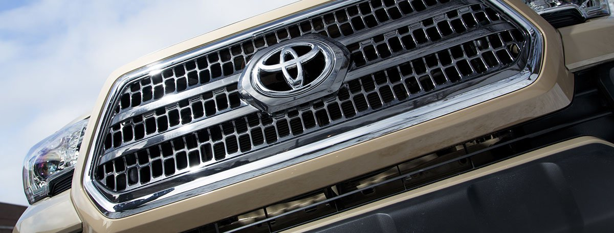 2016-Toyota-Tacoma---Front-Grille