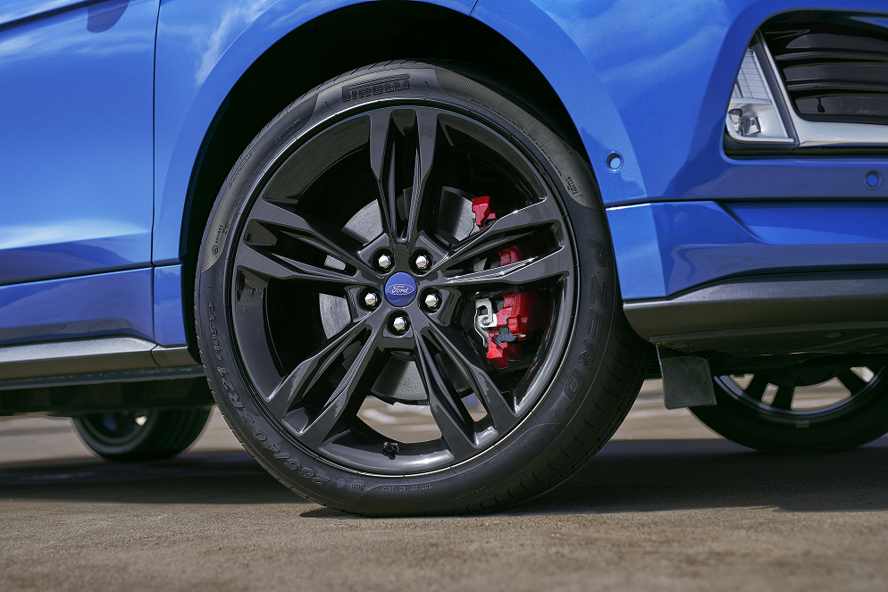 2019 Ford Edge Wheel close up