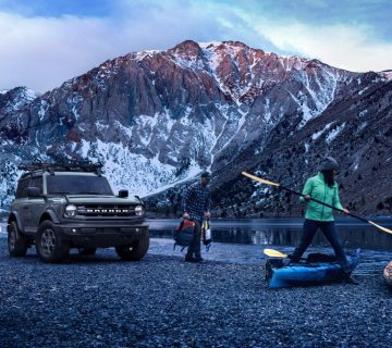 U725 Fna Shot 054 49890 Ext Front 3 4 Kayaking Convict Lake With Talent V014 1024x683