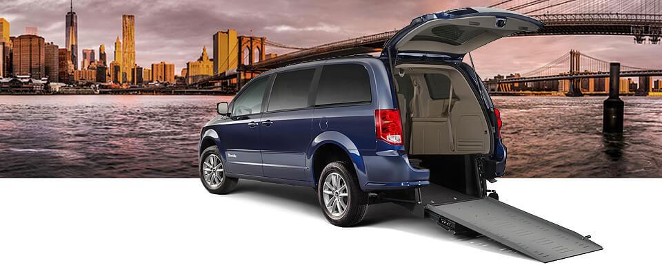 BraunAbility-Dodge-Manual-Rear-Entry