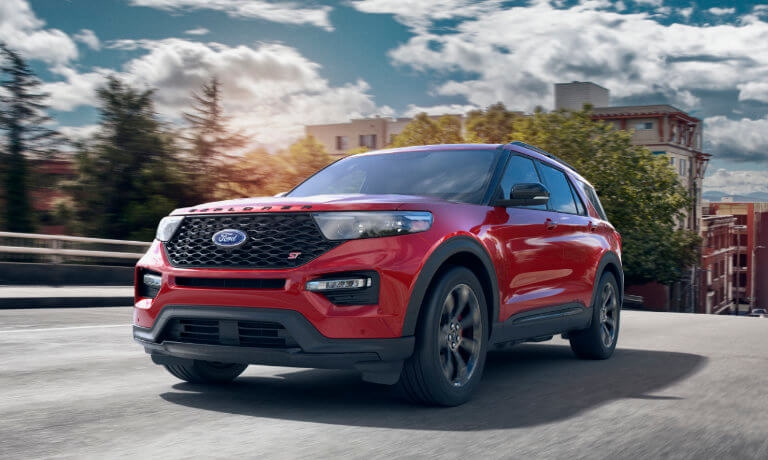 2020 Ford Explorer exterior head on city hill