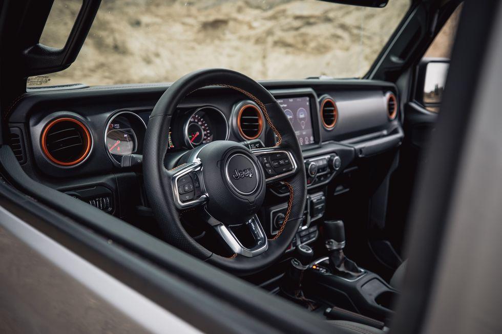 2021-jeep-gladiator-interior